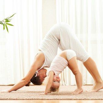 Image de 10 séances de sport à faire à la maison avec les enfants par Tête à modeler